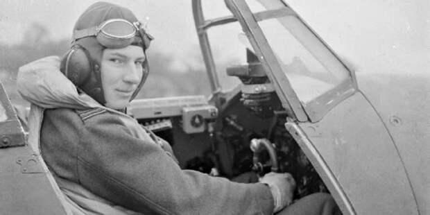 Джеймс МакЛахлан вкабине своего самолёта