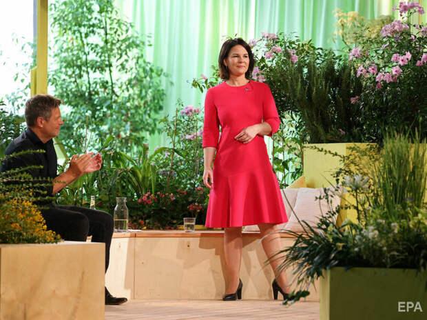 Кандидат в канцлеры Германии от зелёных Бербок думала, что микрофон уже выключили...