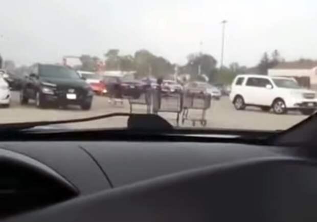 Война миров: тележки из супермаркета атакуют