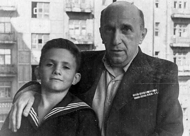 Яков Серебрянский с сыном Анатолием. Фото из личного архива