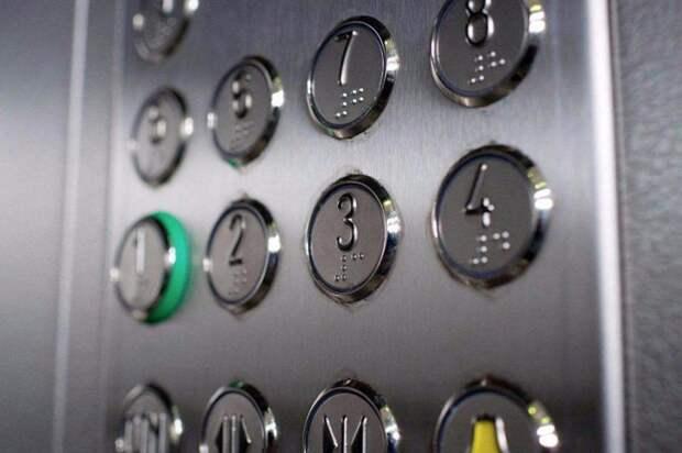 Жительница 10-го этажа дома на Лавриненко не могла вызвать лифт