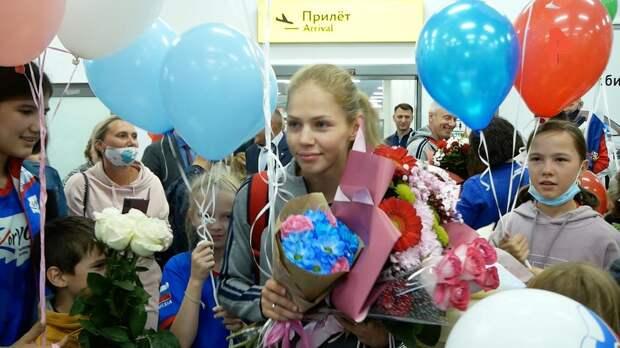 В Челябинске торжественно встретили медалистку ОИ в Токио Минину