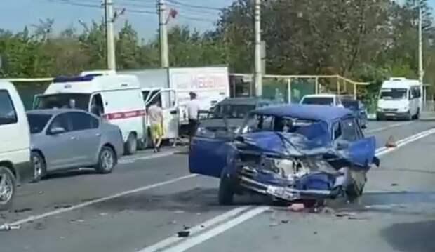 В аварии на выезде из Симферополя пострадал человек (ВИДЕО)