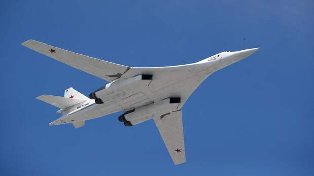 Российские Ту-160 выполнили 7-часовой полет над Баренцевым морем