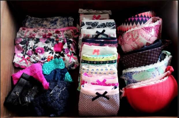 Бюстгальтеры должны лежать в шкафу сложенными в правильном порядке. /Фото: i0.wp.com