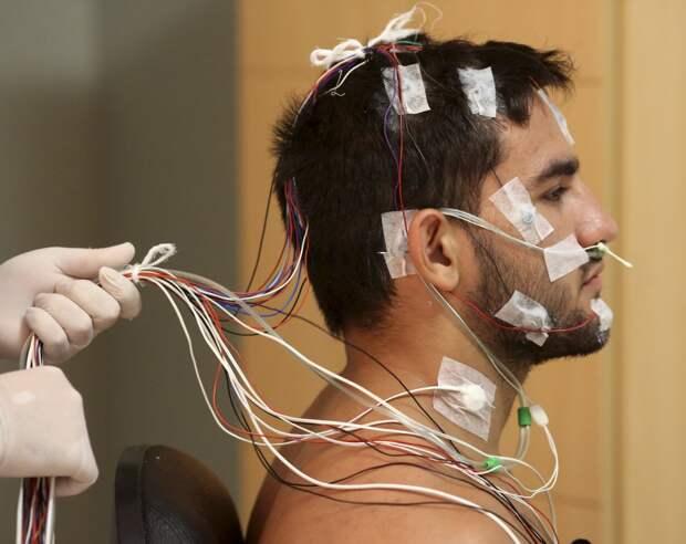 Электродная стимуляция впервые позволила парализованному человеку почувствовать естественные ощущения в руке