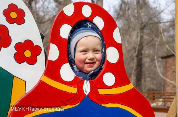 Весёлые матрёшки: В Гагаринском парке Симферополя установили фотозону в честь масленицы