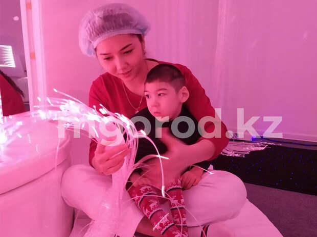 Больному ДЦП мальчику из Уральска собрали полмиллиона тенге