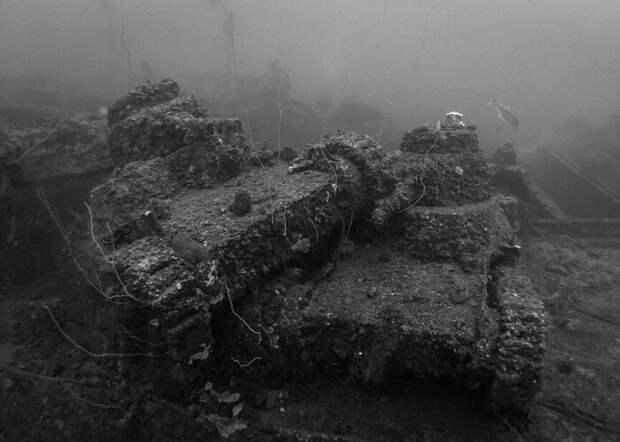 Японскую военную технику тоже не обошла судьба затонуть в океане. /Фото: fishki.net
