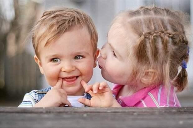 Отношения начинаются постепенно, с первых робких поцелуев дети, отношения, прикол, юмор