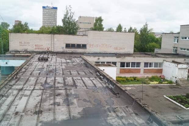 Начало капремонта крыш школ в Ижевске и аннуляция рейсов «Аэрофлота»: что произошло минувшей ночью