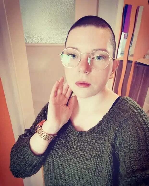 Нет волос — нет проблем: почему женщины бреются наголо во время карантина