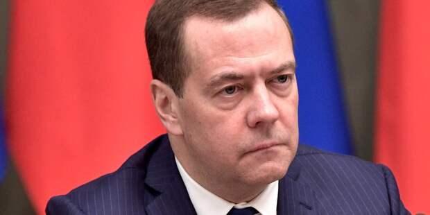 Медведев оценил идею бесплатного проезда для автобусов с детьми
