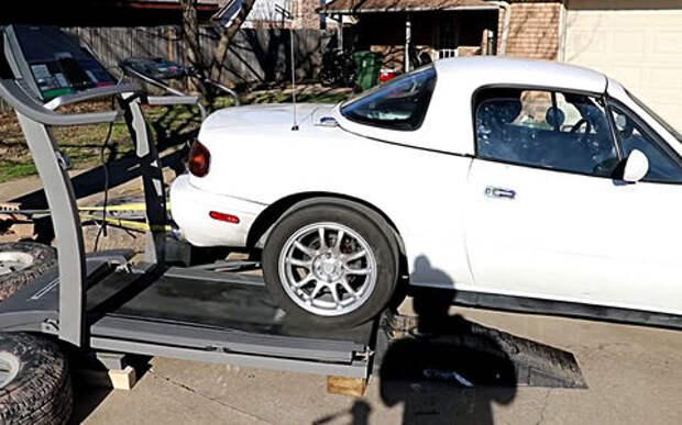 Mazda на беговой дорожке: прикольный фитнес-тест