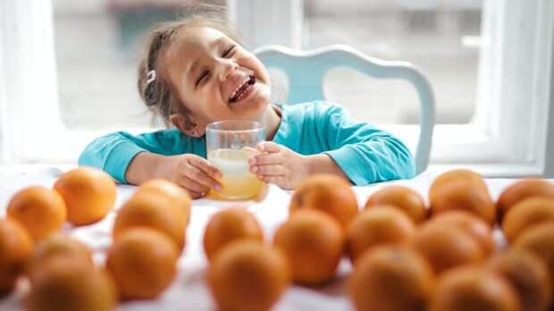 Фрукты исоки получили вДень защиты детей маленькие пациенты ростовских больниц