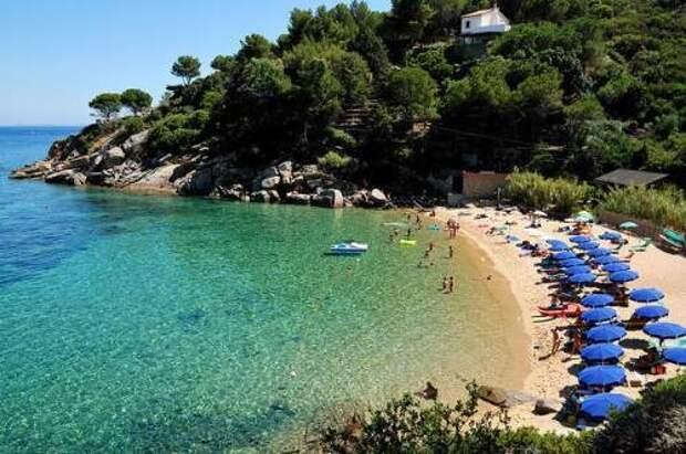Ящик безопасности: в Италии придумали боксы из оргстекла для пляжного отдыха во время пандемии