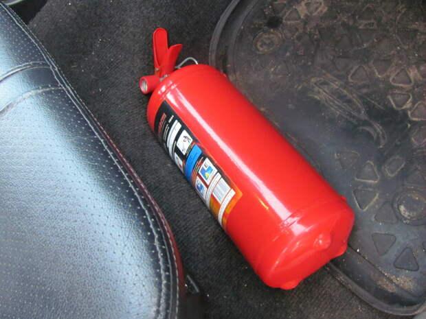Огнетушитель под пассажирским сиденьем