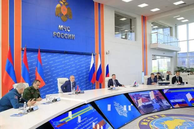Главы МЧС России и МЧС Армении обсудили вопросы взаимодействия