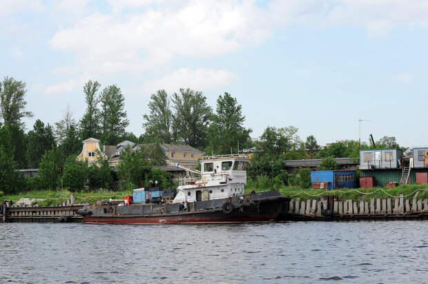 DSC 52691 Нефасадный Петербург: вид с воды