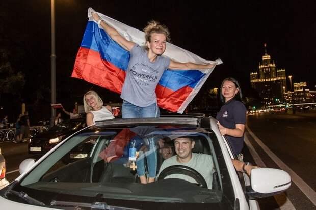 Я русского узнаю по походке: как за границей идентифицируют наших людей
