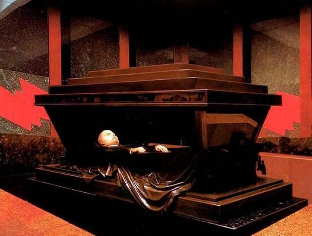 Превратить мавзолей в музей!