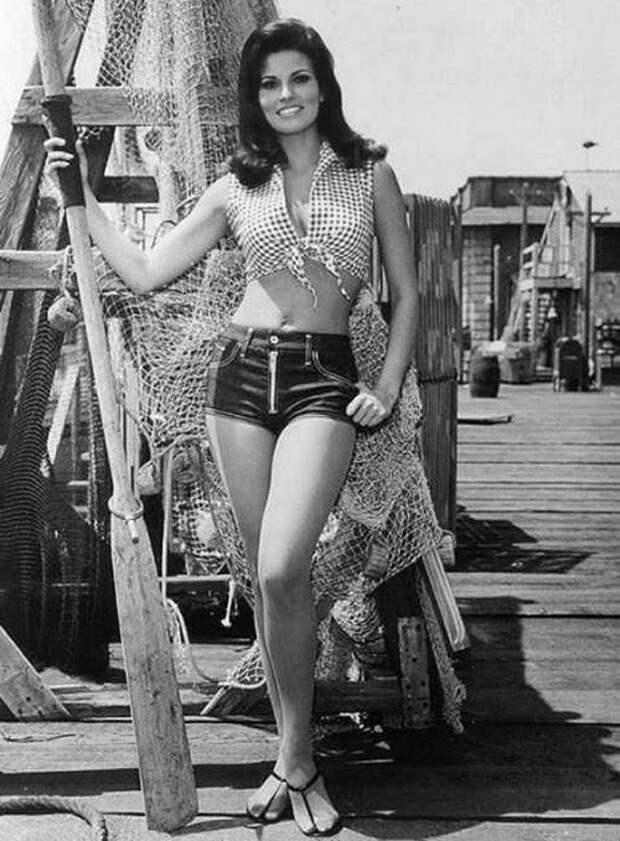 Модные женские шортики (1960-70-е).