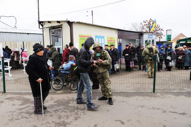 Даже лояльные Украине переселенцы Донбасса массово возвращаются в ЛДНР