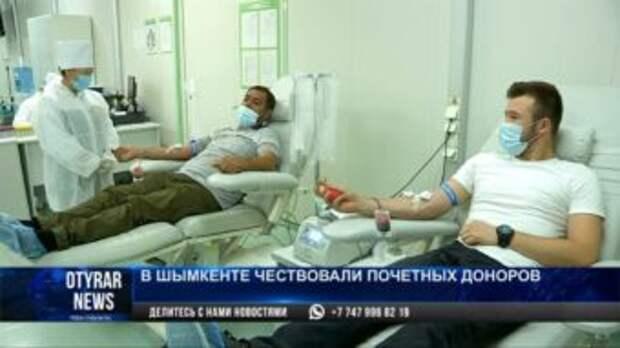 В Шымкенте в День донора кровь сдали одноклассники