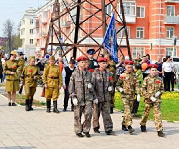 В Невьянске почтили память погибших солдат на мемориалах и открыли новый памятник