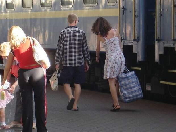 Зато кавалер взял её сумочку женщины, интересное, папы, сильный пол, смешные картинки, фото, юмор