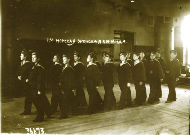Женщины желали служить наравне с матросами, быть, если потребуется, «и морячками, и прачками». /Фото: upload.wikimedia.org