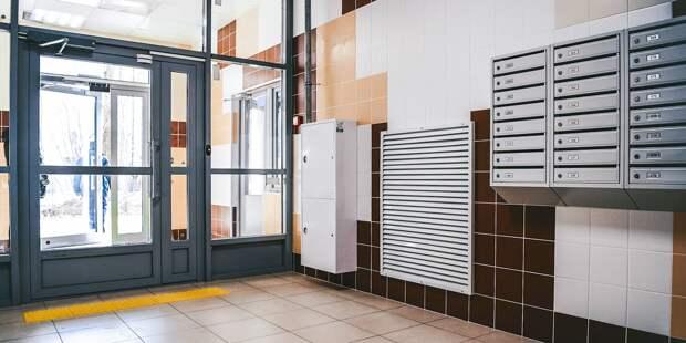 В доме на Академика Комарова починили входную дверь