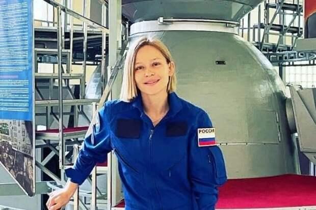 Юлия Пересильд показала, как готовится к полету в космос