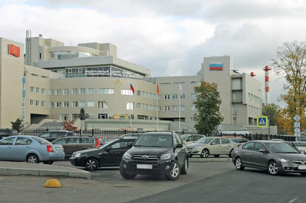 Служебные парковки у федеральных клиник - выставка достижений мирового автопрома