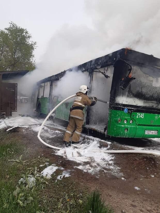 Маршрутный автобус горел в Алматы