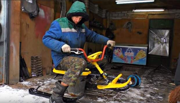 Укрепили старые санки. /Фото: youtube.com.