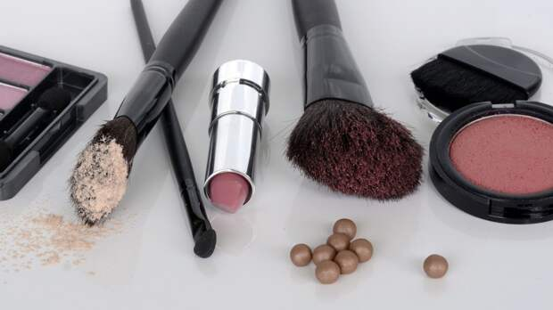 Токсичные вещества обнаружили ученые в 50% современных косметических средств