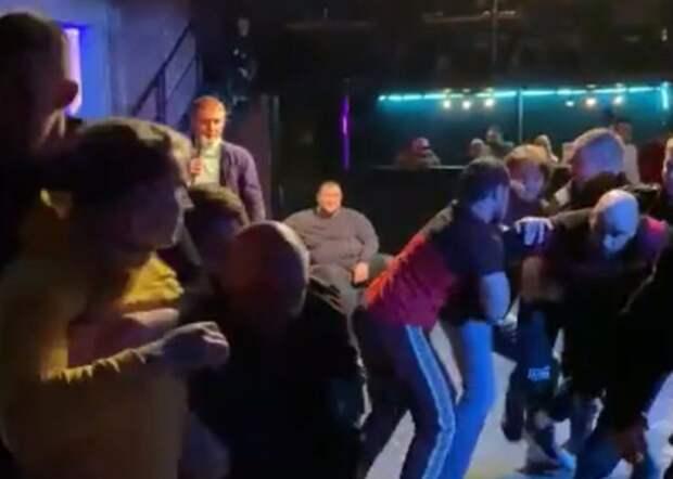 В Москве произошла массовая драка с участием блогера Тарасова и бойца Дацика