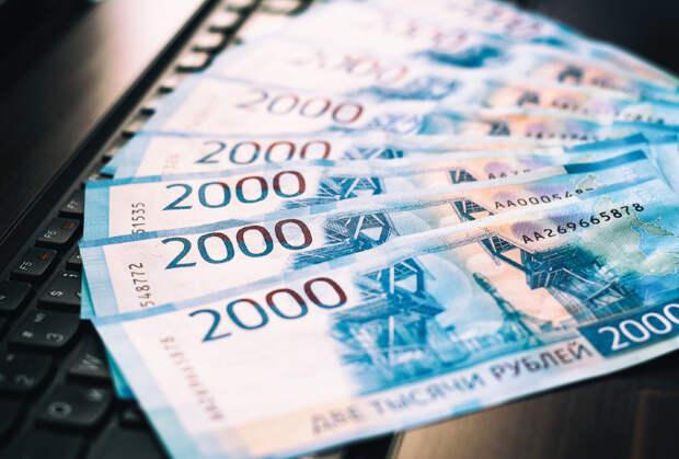 До какой отметки рубль сможет опустить доллар в августе