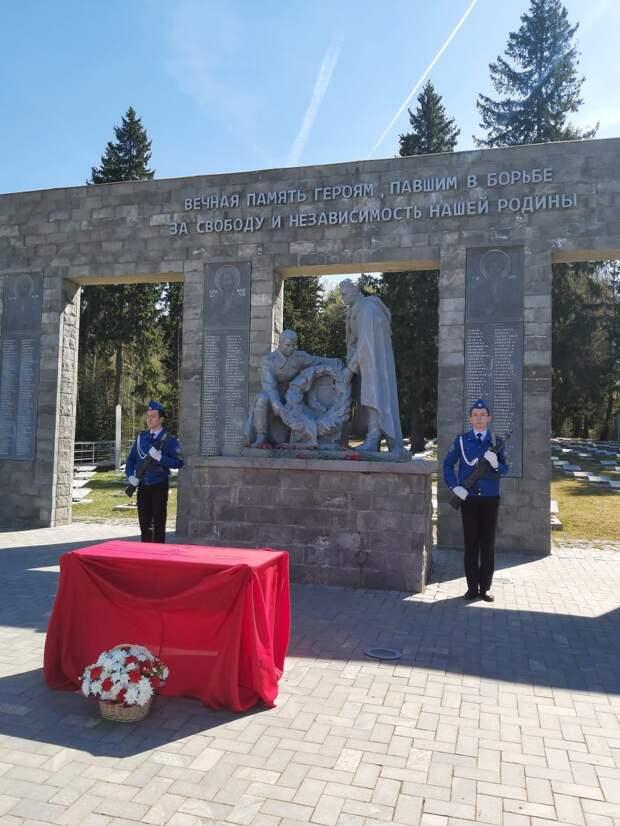 На Северном кладбище Ижевска предали земле останки Николая Пасынкова, погибшего в 1942 году