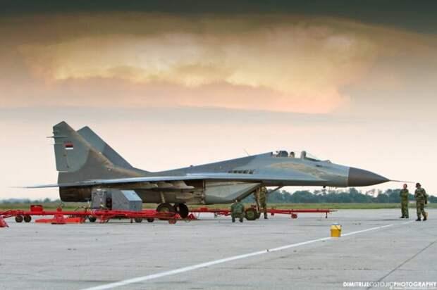 Украинцы привезли в Сербию из Белоруссии два истребителя МиГ-29