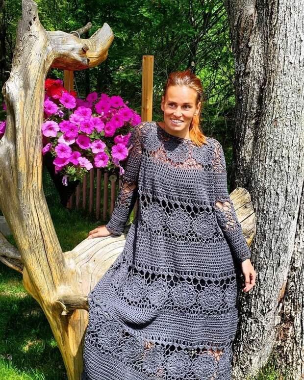 Женщина в вязаном платье в стиле бохо. /Фото: i.pinimg.com