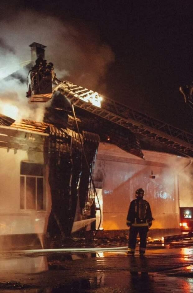 Популярные в районе «Северные бани» сгорели сегодня ночью