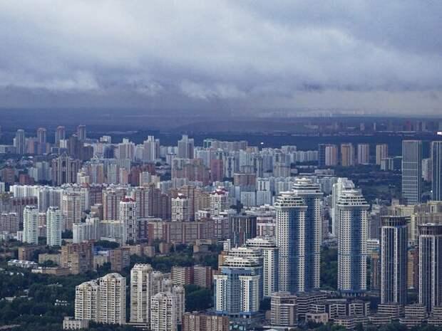 Москвичей предупредили о грозе и порывистом ветре