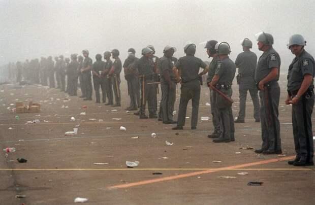 Около 500 стражей порядка успокоили толпу только под утро 90-е, Вспомним, Фестиваль, вудсток, музыка, рок, трэш, фото