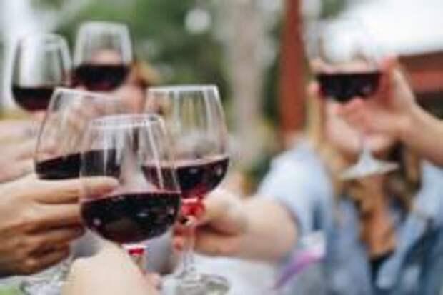 Выбираем вино для пикника, посиделок с друзьями и романтического ужина