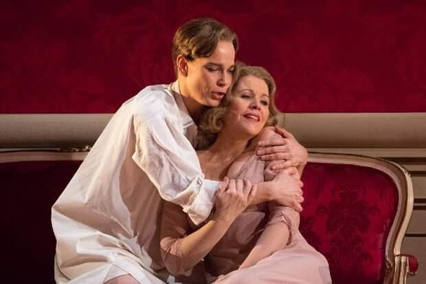 Почему в опере перепутано мужское и женское
