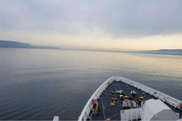 Черноморский флот РФ следит за действиями корабля США