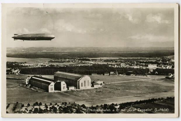 Дирижабль Graf Zeppelin (LZ-127) над своей базой в Фридрихсхафене. Немецкая открытка 1934 года