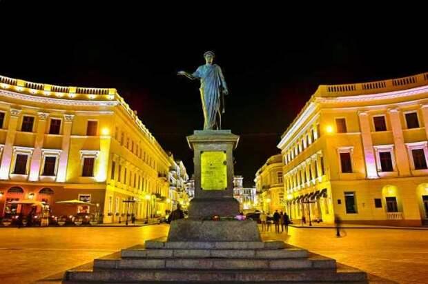 Памятник первому градоначальнику Одессы герцогу де Ришелье | Фото: ixbt.photo
